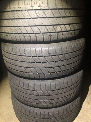 4 good use tires Uniroyal 215/55/17 for Sale in Herndon, VA