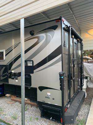 2017 camplite 8.4s by living lite for Sale in Chino Hills, CA