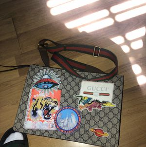 Gucci side bag for Sale in Los Angeles, CA