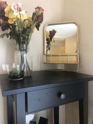 Gold mirror with holes to screw into the wall for Sale in Fort Lauderdale, FL