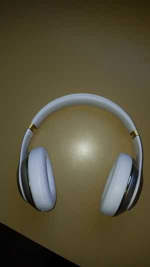 Excellent Beats by Dre Studio 2 Wireless (Gold /White) for Sale in South Bend, IN