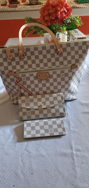 Set bag and wallet. for Sale in Boca Raton, FL