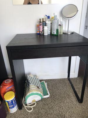 Desk or vanity for Sale in Miami, FL