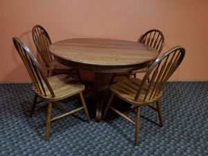 Round kitchen table with 4 chairs for Sale in Vancouver, WA