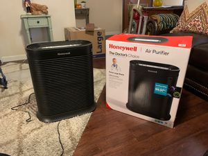 Honeywell HPA300 air purifier. Covers Extra large rooms. Less than 2 months old for Sale in San Diego, CA