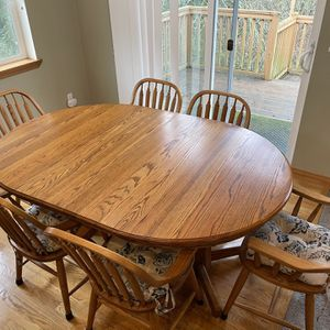 Dining Room Table And Chairs for Sale in Snohomish, WA