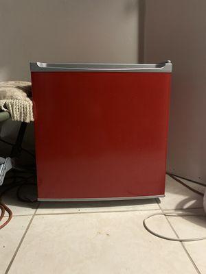 Mini refrigerator for Sale in Hialeah, FL