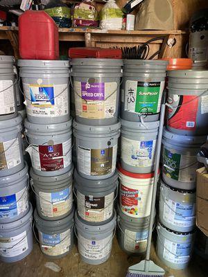 Tengo como 50 votes de pintura diferentes colores hay de aceite y agua si los compra todos selos dejo en $20 cada uno for Sale in Irving, TX