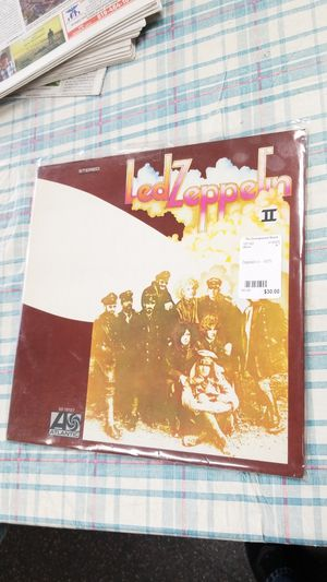 Very clean 1975 Zeppelin II used vinyl record for Sale in Spring Valley, CA
