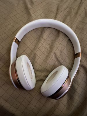 Beats solos 3 Gold for Sale in Santa Ana, CA