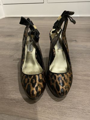 Three pairs of women's size 6 heels for Sale in Los Angeles, CA