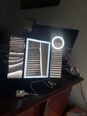 Tri-folded table makeup light mirrors with selfie rings for Sale in Ontario, CA
