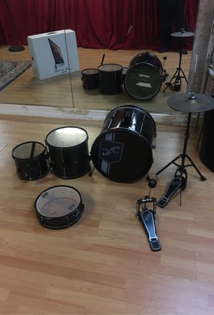 starter drum set first act plays great for a starting drummer for Sale in Miami, FL
