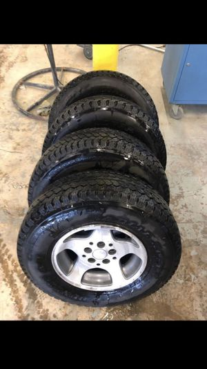 Jeep Rims and tires for Sale in River Grove, IL