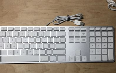 Apple Keyboard And Mouse for Sale in Alhambra,  CA