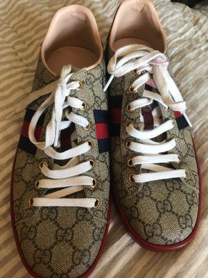 Gucci GG supreme sneaker for Sale in Phoenix, AZ