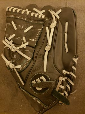 """Wilson Siren Series A500 Adult 12"""" Softball Baseball Glove. Right Hand Throw. Great Condition. Used Twice. for Sale in Los Angeles, CA"""