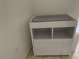 Diaper changing Table for Sale in Miami Springs, FL