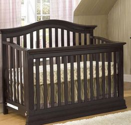 Suite Bebe Dakota 4-in-1 Convertible Crib in Expresó for Sale in Fort Lauderdale,  FL