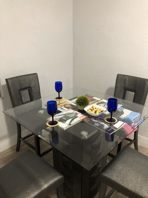 Dining table with 4 chairs, barely used, very good condition for Sale in Miami Beach, FL