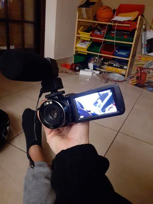 Vivitar DVR vlogging video camera with lots of add ons for Sale in Cooper City, FL