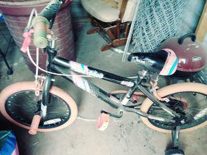 Girls bike with training wheels for Sale in Abilene, TX