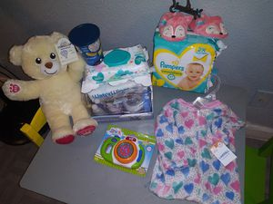 New baby girl bundle for Sale in San Antonio, TX