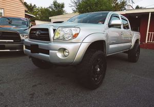 🎁📗$1400 One owner 2OO7 tacoma dual cab very clean🎁📗 for Sale in Alexandria, VA