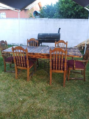 Comedor rústico de madera con 6 sillas excelentes condiciones for Sale in Compton, CA