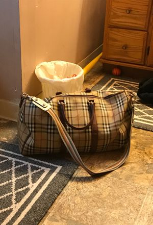 Burberry duffle bag for Sale in Columbus, OH