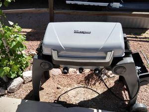 BBQ grill with griddle for Sale in Aliquippa, PA