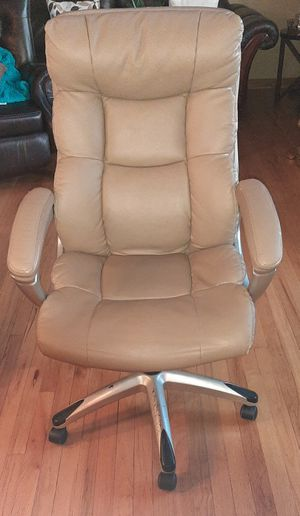 Office chair. COMFY for Sale in Melrose Park, IL