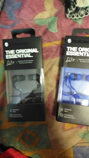 Two sets of Skullcandy headphones with microphone brand new for Sale in Woods Cross, UT