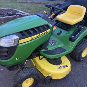 John Deere Lawn tractor With Bagger for Sale in Glen Mills, PA