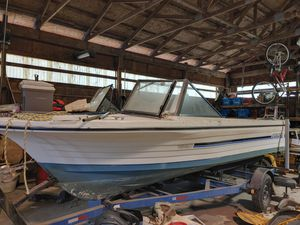 1982 18' Viking boat with 2000 mercy. 90 up outboard for Sale in Petersburg, MI