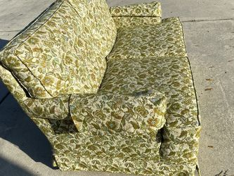Loveseat - Floral Paisley for Sale in Ocala,  FL