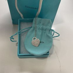 Tiffany & Co Heart Shape Return To Tiffany's Pendant Engraved with Bag, Box & Shopping bag for Sale in Arlington,  VA