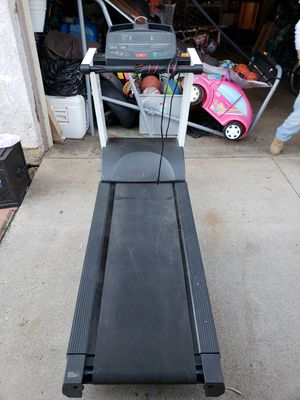 Precor Treadmill for Sale in Corona, CA