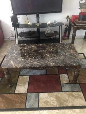 Living room and 1 side table plus 2 lams, round kitchen table with 4 chairs for Sale in Deerfield Beach, FL