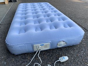 Aerobed air mattress with built-in pump, TWIN for Sale in Oregon City, OR