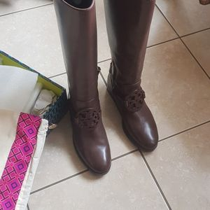 Boots Tory Burch Size 8 Like now for Sale in Inkster, MI
