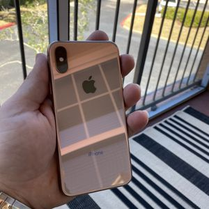 iPhone XS 64gb Unlocked for Sale in Bonita Springs, FL