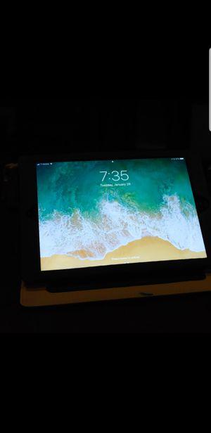 Apple iPad 6th Gen (wi-fi/Cellular) 32GB for Sale in Lakewood, CA