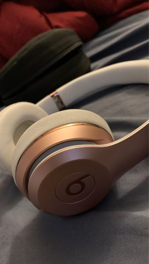 Beats Solo2 Rose Gold w/ mic cord & case for Sale in Boston, MA
