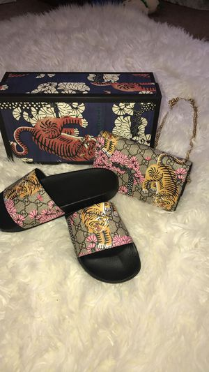 Gucci bengal mini shoulder bag + matching slides for Sale in Stamford, CT