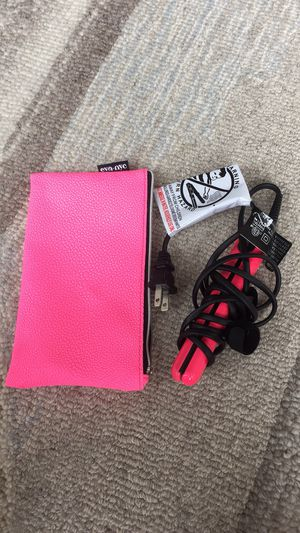 Mini hair straightener with pouch for Sale in Chicago, IL