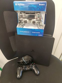 PS4 SLIM 1 TB WITH 2 CONTROLLERS for Sale in Hialeah,  FL