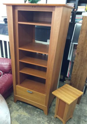 Honey Oak Solid Wood Shelf Unit / Media Cabinet for Sale in Tampa, FL