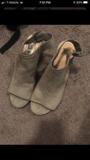 🌻 Gray heels 7 1/2 👛 for Sale in Fontana, CA