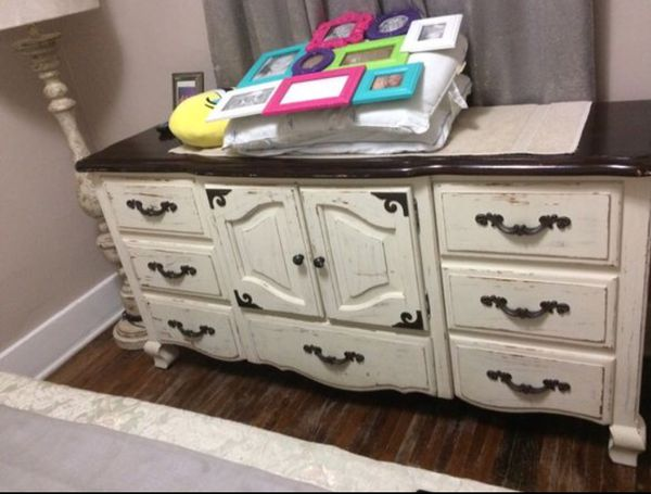 Canopy queen size bed and dresser